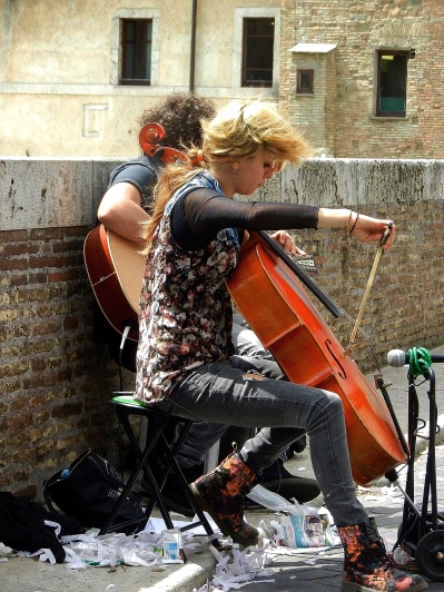 Street performers in Rome
